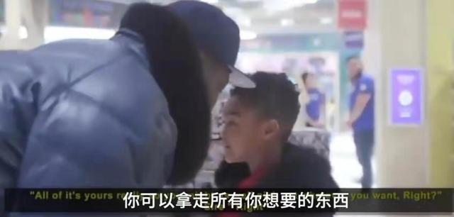 知名歌手豪擲70萬給兒子包玩具店,去年曾被曝破產,網友:鈔能力
