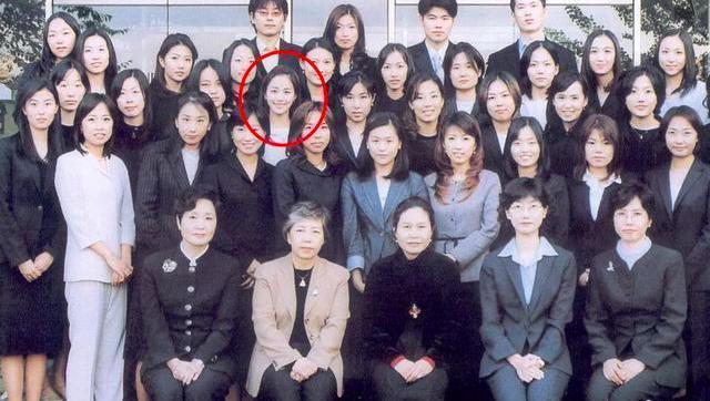 韓國明星大學舊照:具惠善臉圓圓的白白的,金泰熙美的發光了