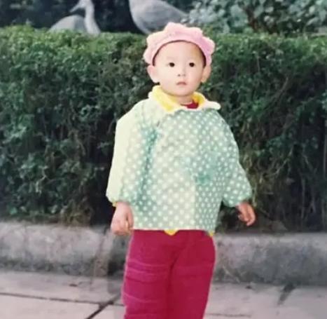 明星幼年照:热巴第一眼看成诺一,倪妮和周迅像亲姐妹