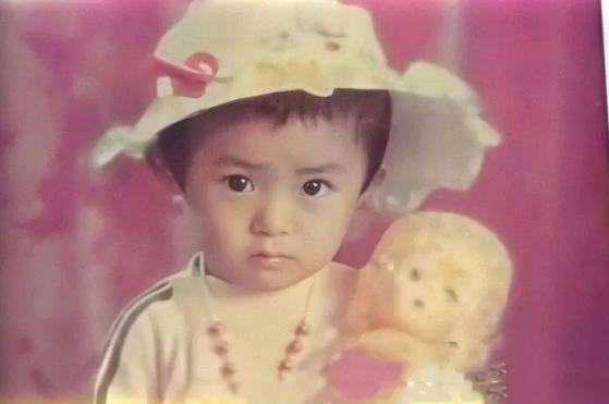 明星幼年照:熱巴第一眼看成諾一,倪妮和周迅像親姐妹
