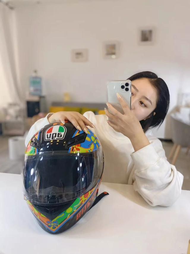 建议Sup明年在中国找模特,这些妞的卫衣秀顶炸了