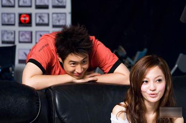 昔日荧幕情侣张韶涵和潘玮柏,为何不能一起再唱《快乐崇拜》?
