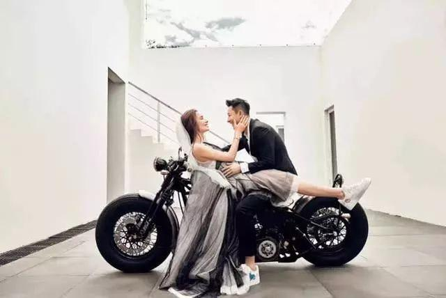 跨年甜蜜暴擊,他們紛紛在今天公開結婚喜訊~恭喜