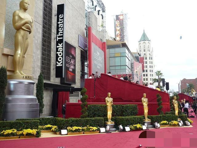 奥斯卡颁奖礼去年阴差阳错无主持,收视率爆增,今年仍将延续