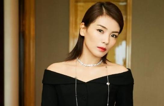 刘涛北京春晚生图曝出!大红裙优雅美艳,网友直呼羡慕王珂