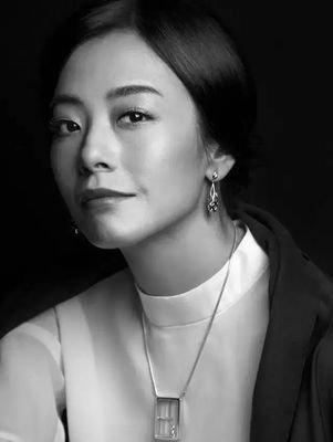 因心灵缺失认有恋父倾向 香港知名女演员与大18岁导演结束21年情