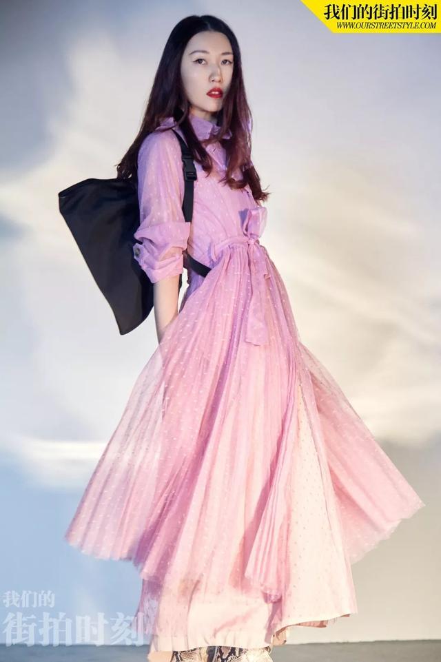 杨子姗 沈月 张佳宁:过年穿搭色彩可不只有红色
