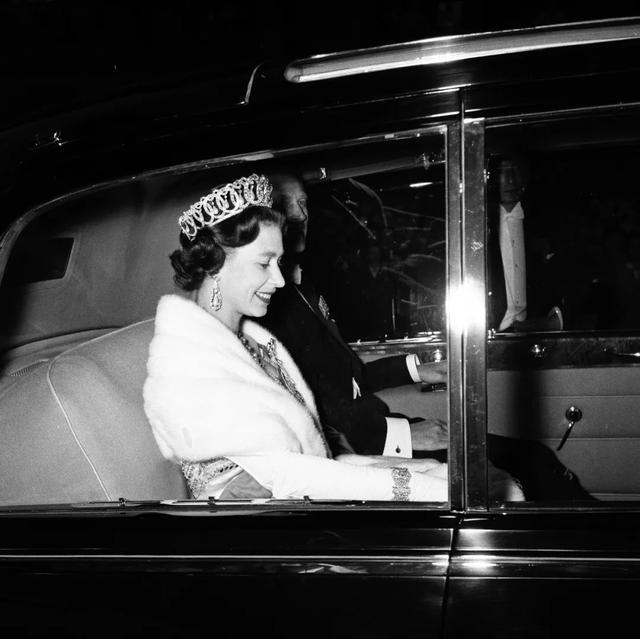 """持续了70多年的时装秀即将""""落幕""""?英国女王终于要退休了"""