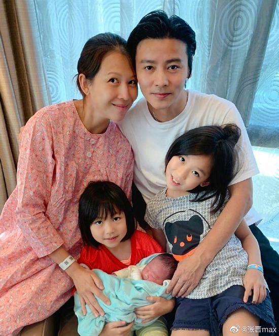 蔡少芬生三胎两月后火速复出,46岁高龄生子,状态不如52岁陈法蓉