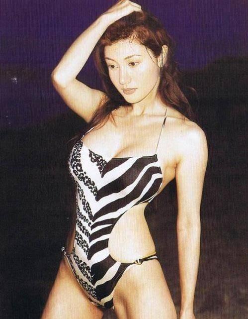 冻龄女神日本旅行晒半裸美照 41岁高龄诞下爱子每月200万生活费