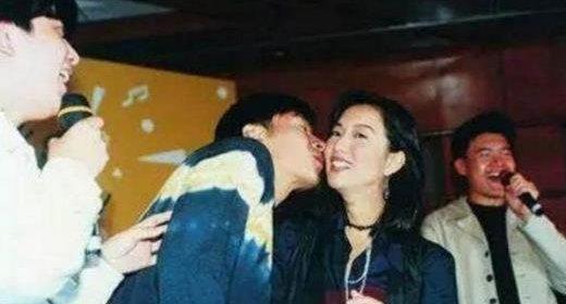 許志安和神秘女子現身中藥鋪舉止親昵 曝料網友稱絕對不是鄭秀文