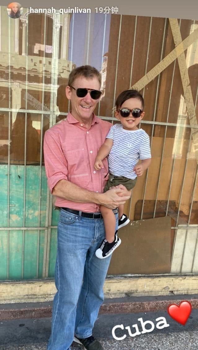 周杰伦陪同昆凌外国拍摄,3岁儿子带墨镜太像爹!帅气外公也出镜
