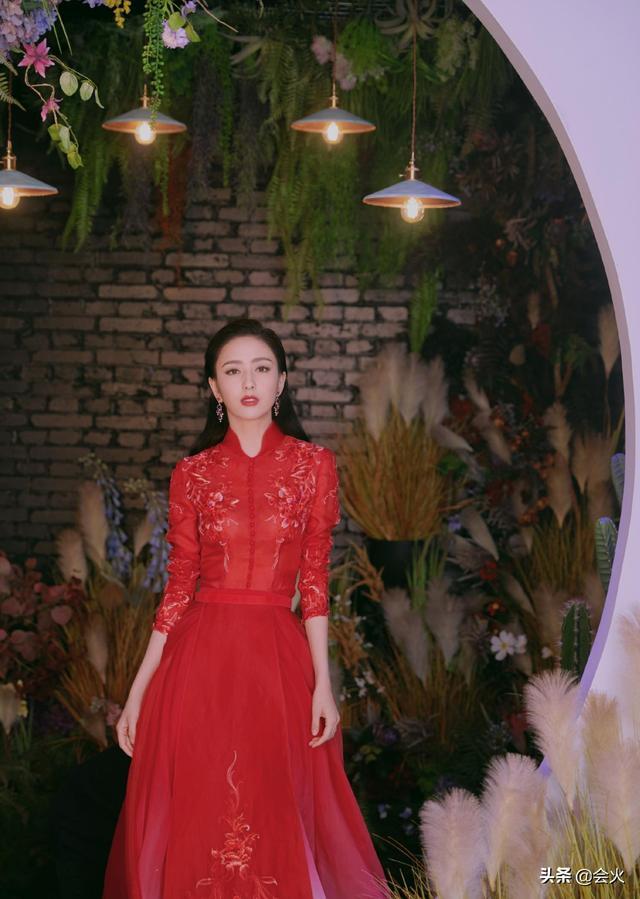 佟丽娅炫耀音乐家父亲超自豪,10秒内听歌识曲,从艺已经44年