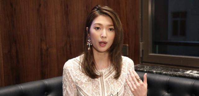 香港女歌手自曝不获妈妈允许同居 笑言自己可能要单性繁殖