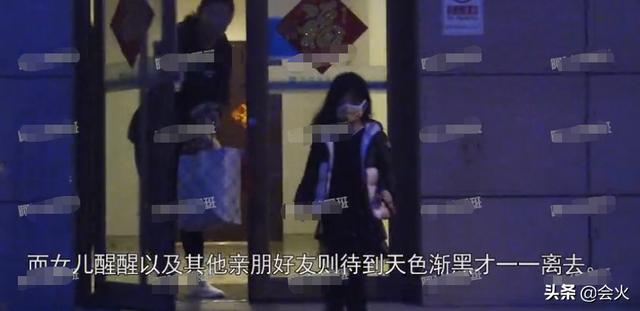 懒理前女友非议,汪峰带女儿探望章子怡,手捧两大束鲜花超甜蜜