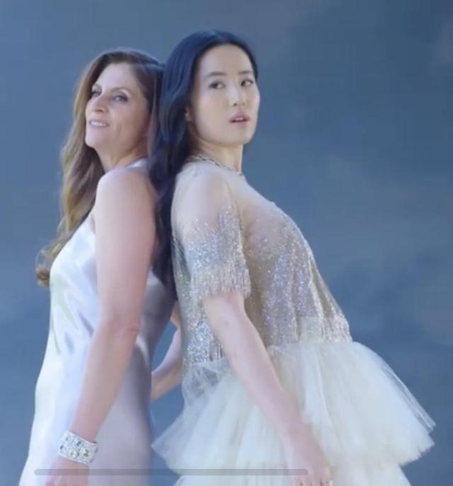 花木兰幕后训练:刘亦菲无精修很瘦腰很细,动作行云流水真的好美