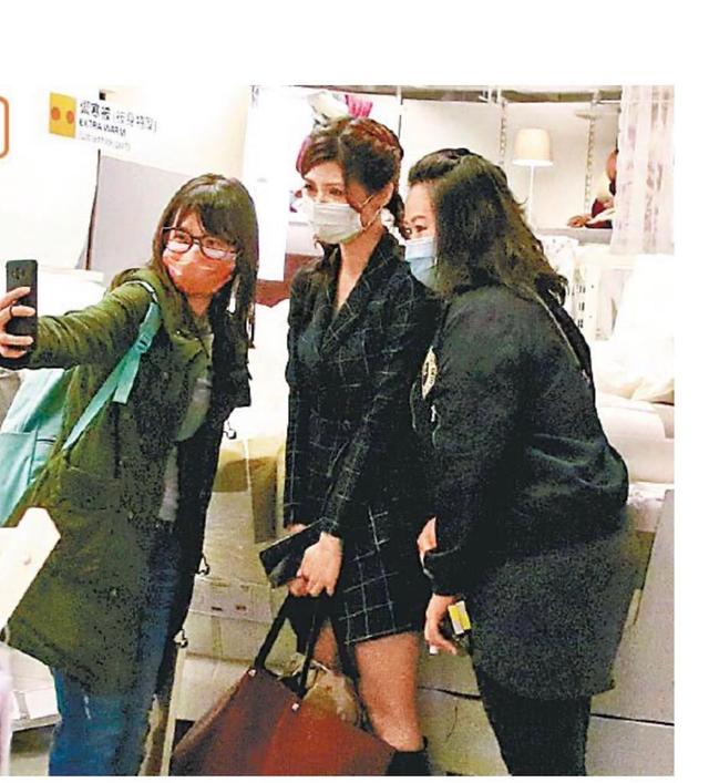 TVB性感小花深信搬屋转桃花运 近日被媒体拍到看双人大床