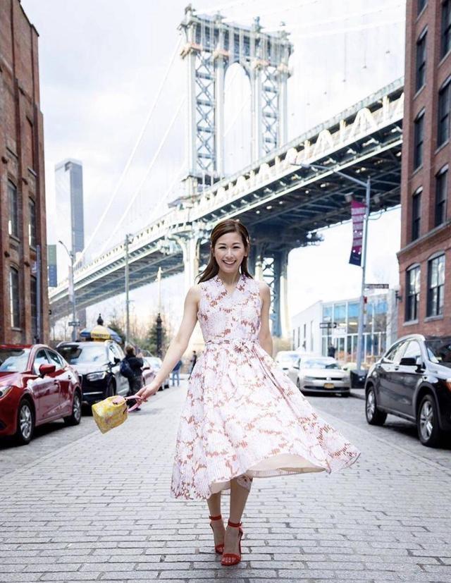 """TVB富二代与""""胡说八道会""""成员成为闺蜜 两人纽约时装周成双胞胎"""