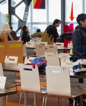 谢霆锋陈奕迅日本滑雪,同行女伴引猜测,网友:45天碰到5次eason