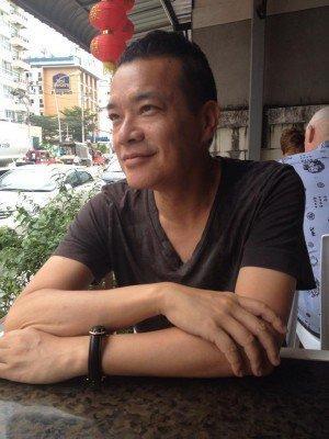 自曝隐藏18年的秘密 香港同性恋艺人忆已故前任感恩生命有她