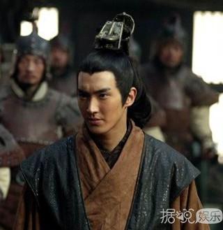 原来韩国男明星穿起中国古装是酱样纸滴