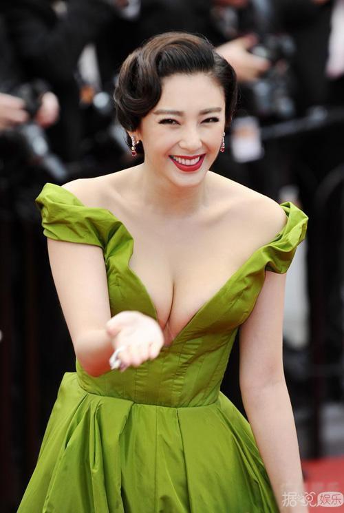 张雨绮闪婚了!期待她穿婚纱的样子,一定美成仙!