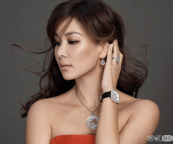 张东健爱妻写真彰显贵妇风范