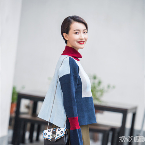 快女杨洋短发写真欣赏 复古美妆显气质