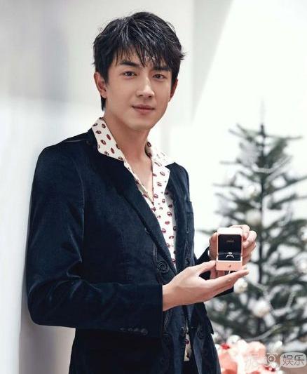 """林更新一组""""迷妹""""最爱的圣诞写真 冬日里的一股暖流"""