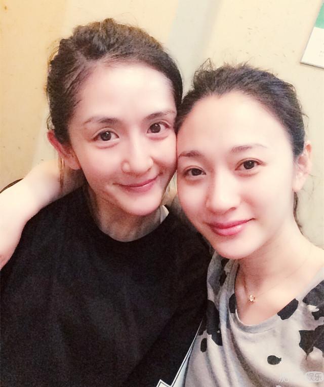 李小冉剧组庆生41岁,闺蜜谢娜探班合影,尽显姐妹情深