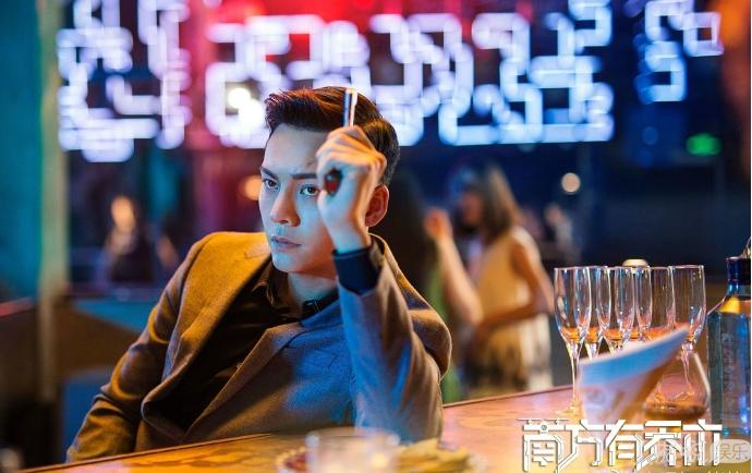 暧昧撩人的酒吧里  盛世美颜的陈伟霆有没有撩到你们?