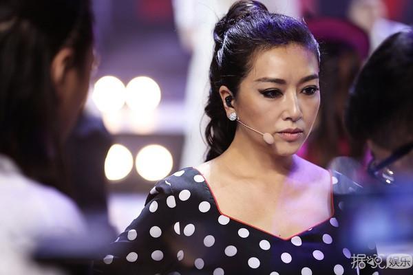 江珊全力冲击半决赛 《跨界歌王》对决于毅
