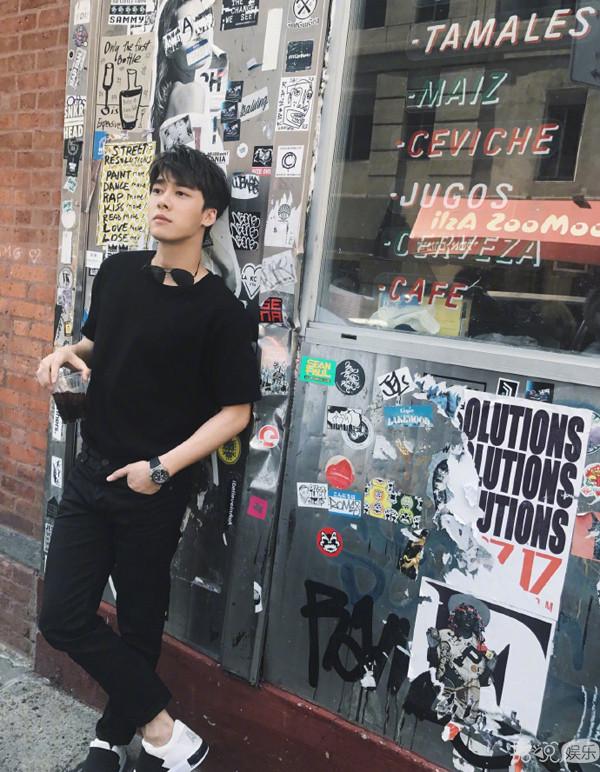 2018纽约时装周李易峰晒游客照,却意外暴露了自己这个属性