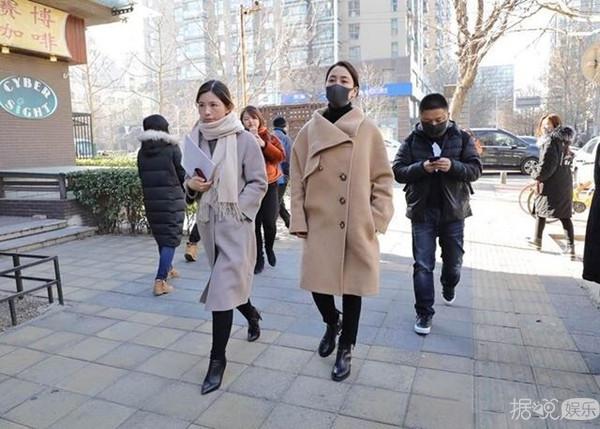 马苏与律师一同现身法院 针对黄毅清提起刑事自诉