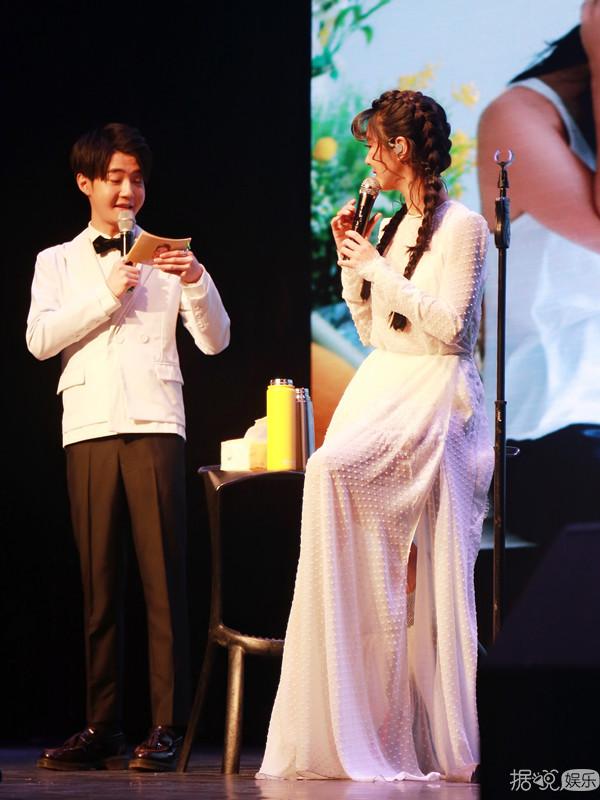 """薛凯琪深情开唱 首次吐露""""四年恋爱过程"""""""