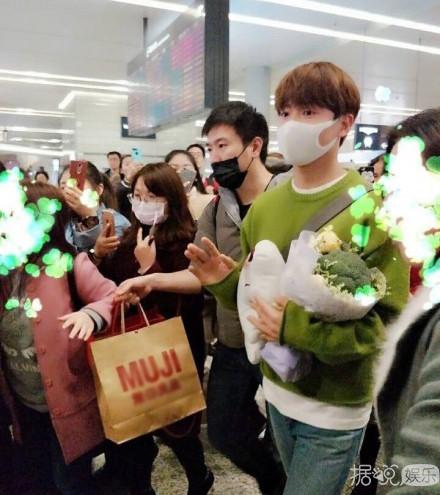 黄渤、林俊杰、陈伟霆的粉丝,你们是想把机场变成开心农场吧?