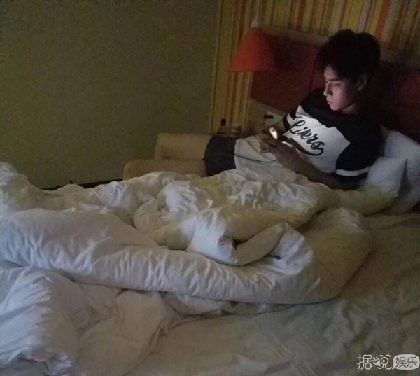 继被曝约PAO后,胡一天又在横店酒店夜会女子两小时?