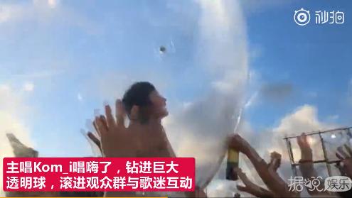 真窒息操作!日本女主唱滚进海里还坚持演唱,真是太敬业了