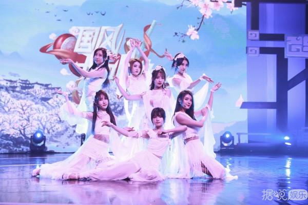 SING女团登《国风好听跪》舞台 现场演绎电子国风新形态