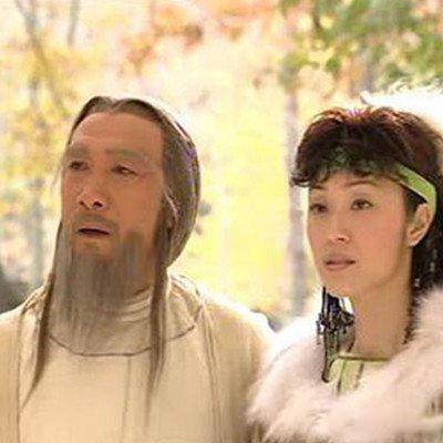 中辅佐的节度使安禄山回京的机会,散布八阵图出世的消息,经杨国忠