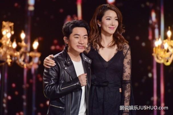 王祖蓝与李亚男贴身热舞 娇妻低胸长腿超性感